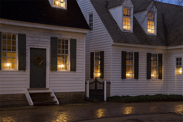 Holiday 2014 theme a colonial christmas house of earnest for Colonial home christmas decorations